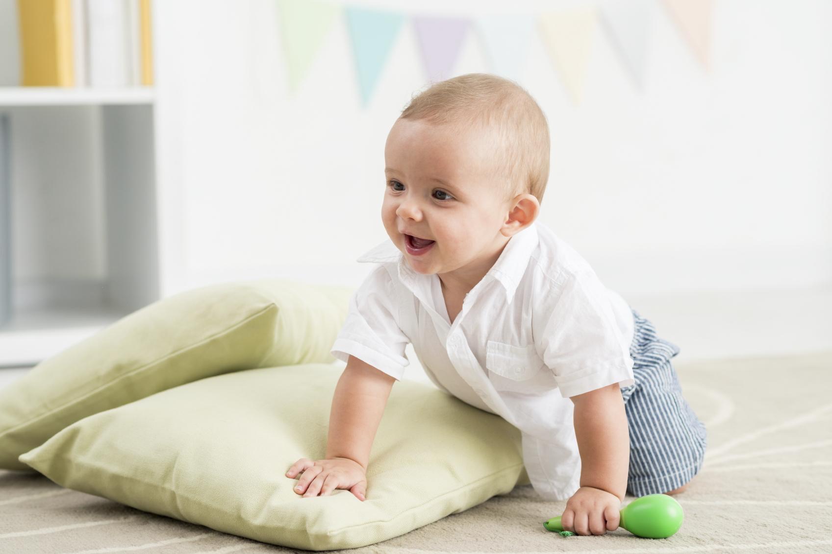 Kan det at svøbe barnet få konsekvenser for den motoriske udvikling?