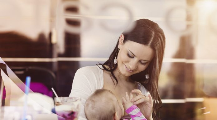 Hvor vigtigt er det at bøvse baby af efter amning?