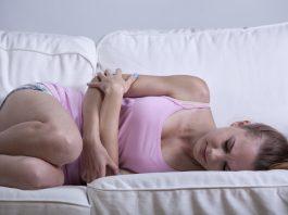 Jeg er gravid i 8. uge og har ondt i maven. Hvad kan det skyldes?