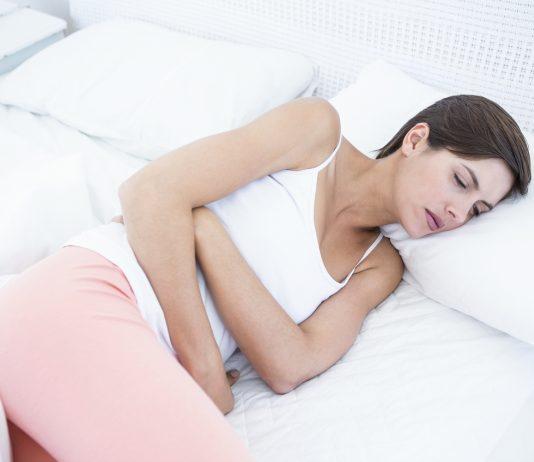 Gravid i uge 5 og har menstruationslignende smerter i underlivet.